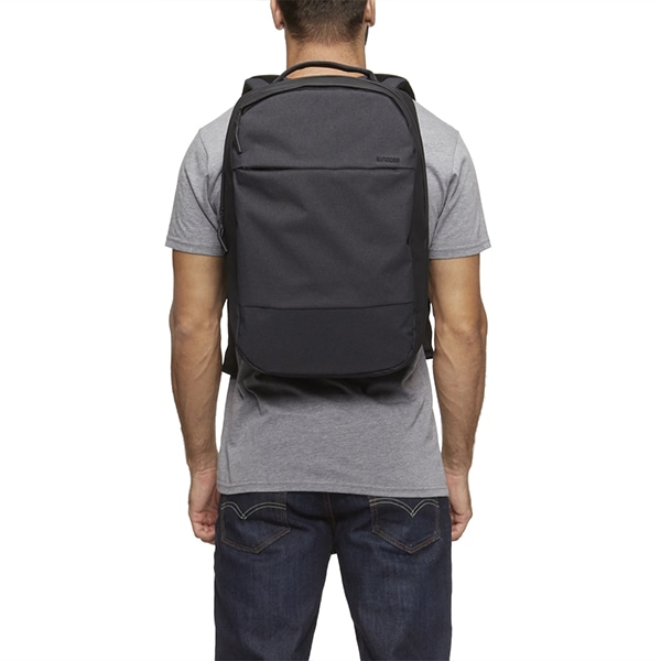 Incase インケース City Compact Backpack  シティ コンパクト バックパック リュック ヘザーカーキ 37171066